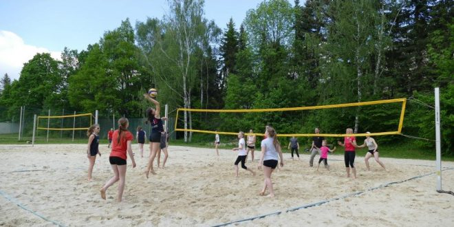 Offener Beach-Sonntag: Familienvolleyball
